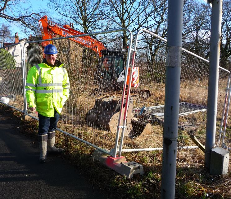 Another QLocal exclusive    Work starts next week on a large five year project to build Ormskirk's biggest new housing estate, Highgrove Park.     Russ Taylor from Westbourne Civil Engineering - subcontractors for developers Taylor Wimpey - is pictured this morning as a small team started to...