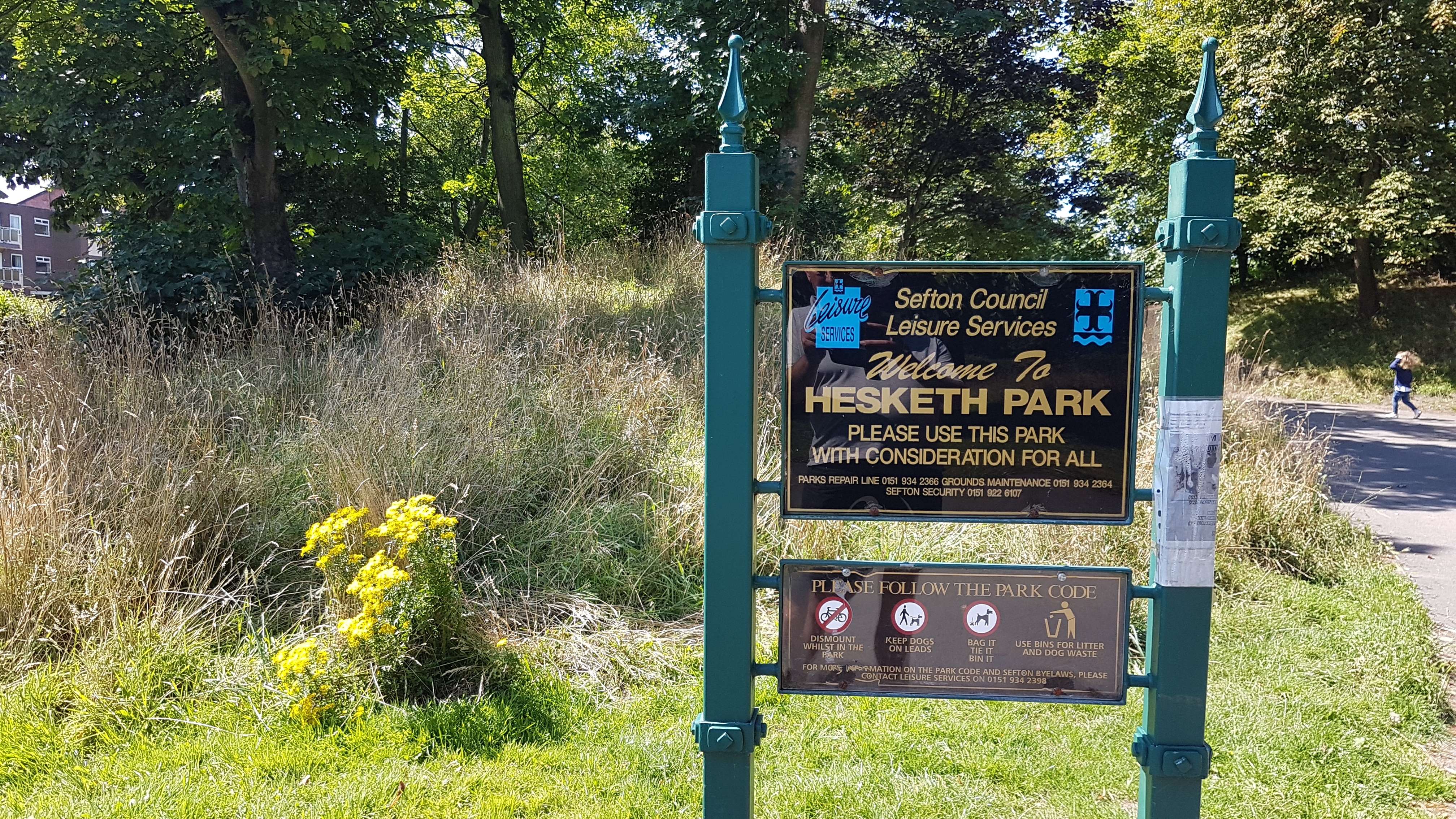 Qlocal has been for a walk around Hesketh Park after receiving several emails about the general state of the place.    One email in particular was scathing calling the Park a disgrace.