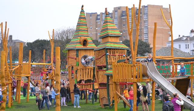 Kings Gardens Playground PackedBridge Open
